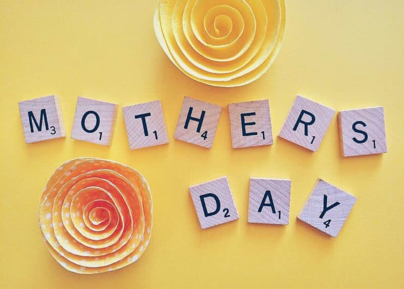 These Mother's Day card ideas are AMAZING! I love being able to show my mom how much I love her each year. Glad I found these ideas so I can make Mothers Day special this year! Pin this for all moms! #MothersDay #Cards #Memories