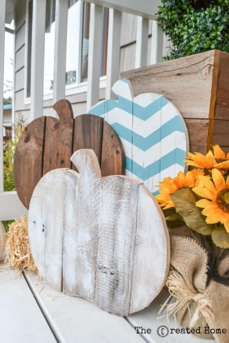 Here are a 15 envious fall front porch ideas you need to try. When fall is in the air, transform your entry and create porch envy with these easy-to-do décor ideas. Sharing lots of beautiful Fall front Porches. Full of inspiration and ideas. Use these to get your own home ready for Fall. Effective fall front porch decorating ideas are all about choosing the right combination of decorations and being cost effective. Get inspired by the best designs! Halloween | Thanksgiving | DIY | Best of Pinterest | The Savvy Couple