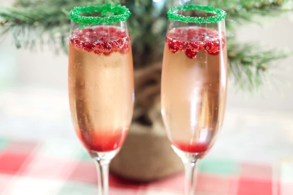 When it comes these 11 Christmas cocktails they are both impressive and festive! These Christmas drinks will surely put you into the holiday spirit. Serve a few of these Christmas cocktails at your Christmas party and Santa will definitely put you on his nice list. Christmas Cocktails | Holiday Drinks | Christmas Drinks | Christmas Party | Holiday Entertaining |