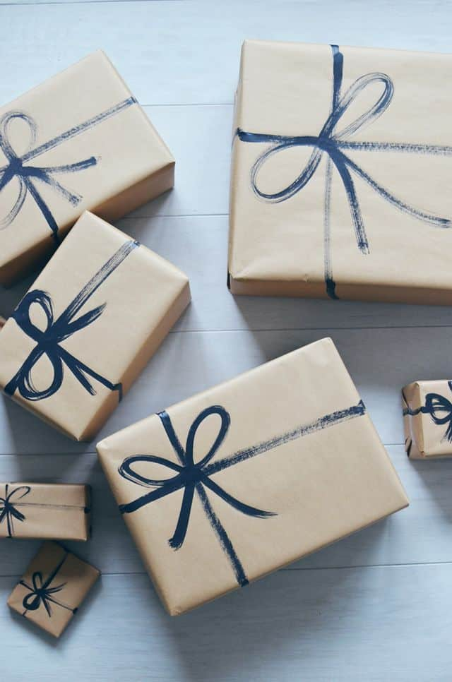 fast and easy gift wrapping idea with brown paper and painted on bows