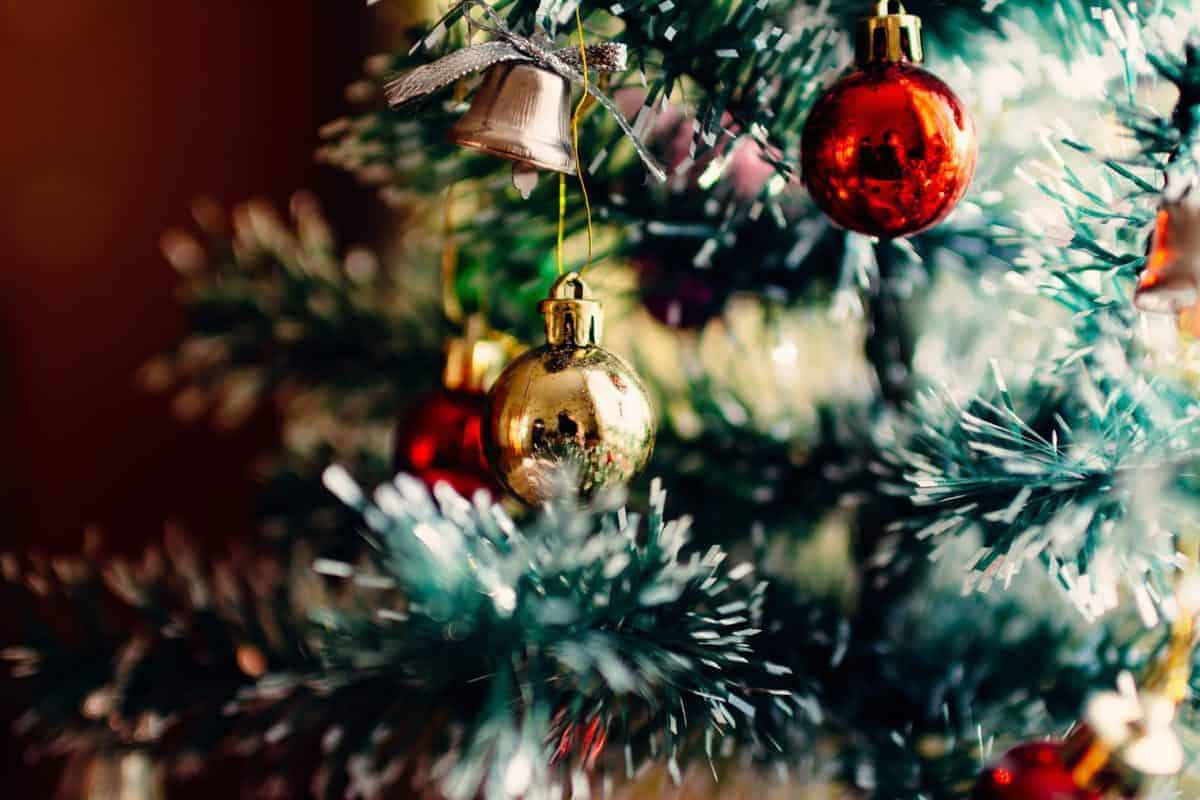 10 Amazing Christmas Decorations You Can Do On A Budget The Savvy