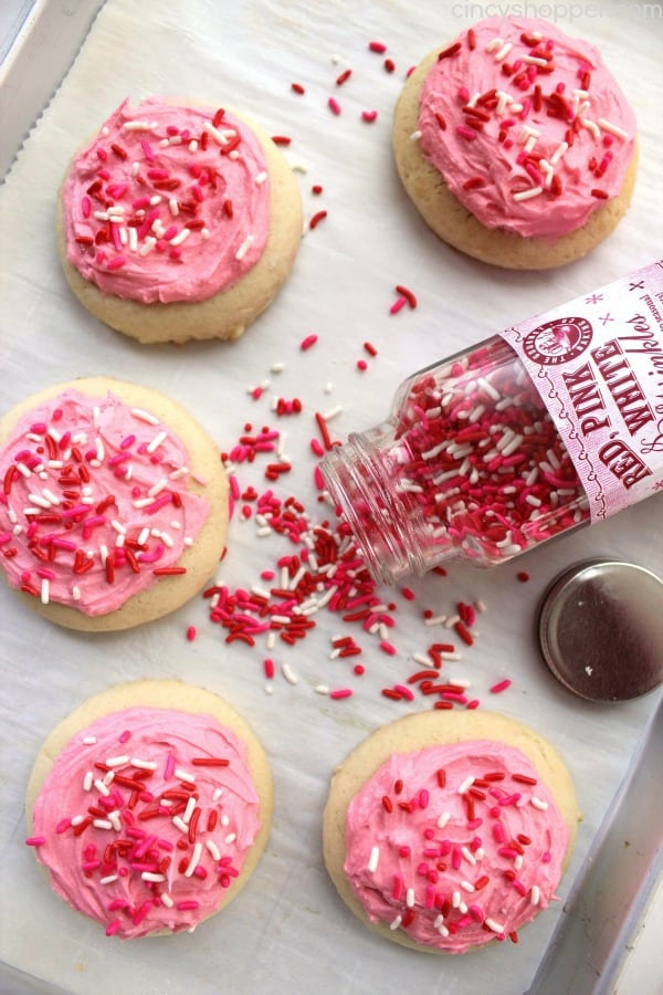 I LOVE making Valentine's Day desserts for my loved ones. I am pinning this right now to come back to year after year for sweet treats. I love the chocolate desserts and Valentine's Day cookies. These are too sweet to pass up! #ValentinesDay #Love #Marriage #DateIdeas #Chocolate
