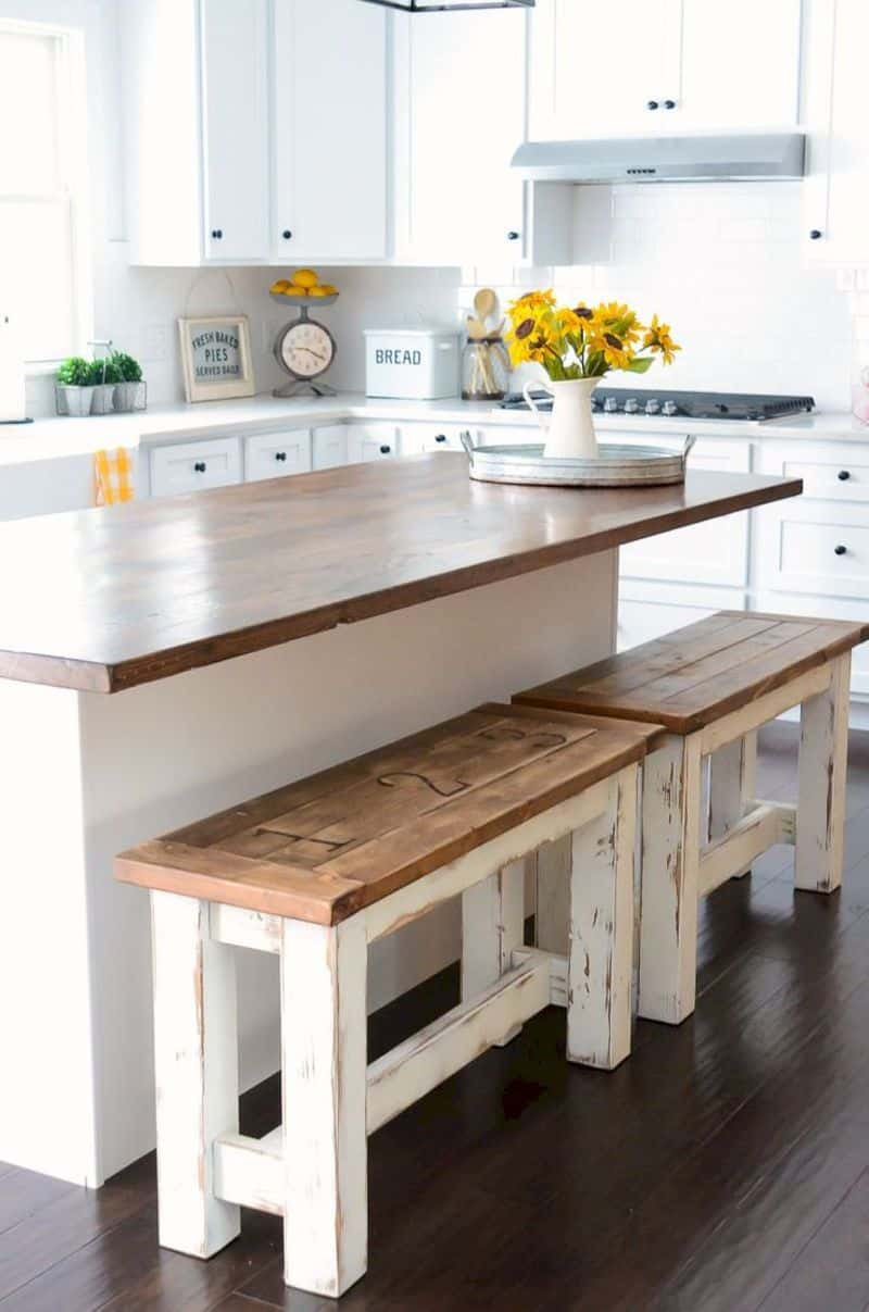 10 farmhouse kitchen decor ideas that would make joanna gaines proud for Farmhouse kitchen design pictures