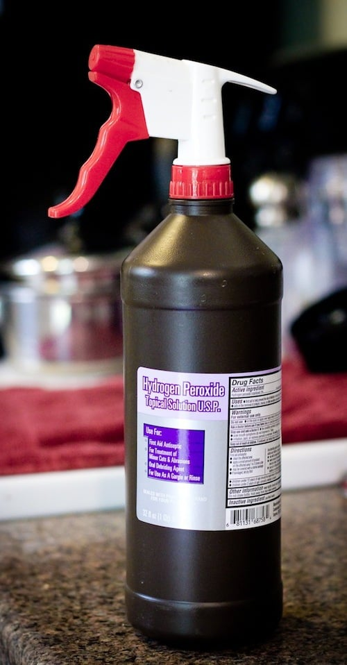 These hydrogen peroxide hacks are AMAZING! I am so glad I found these to help me CLEAN my entire home. With such a cheap home cleaner, this list is perfect! Pin this for later!