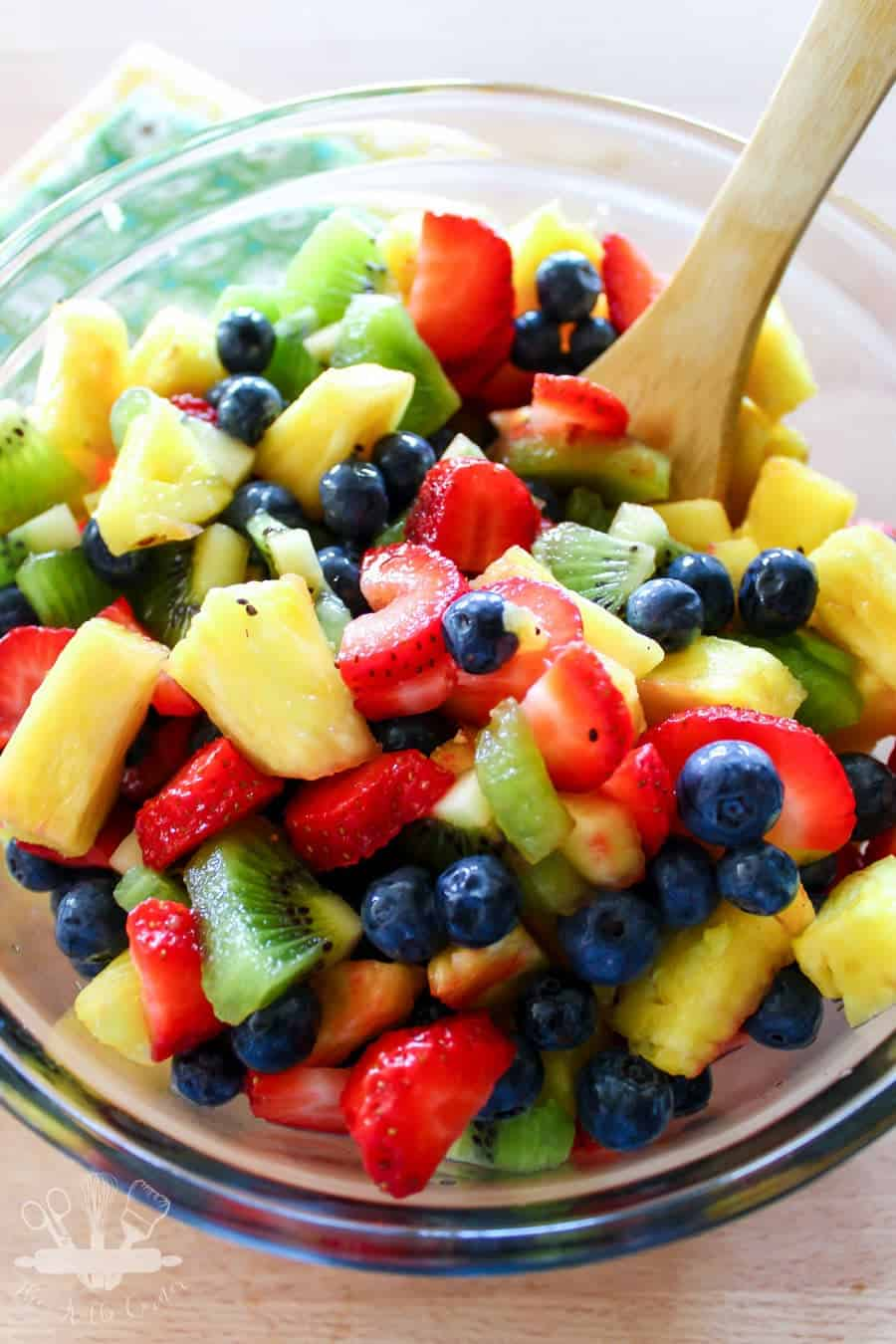 These fruit salad recipes are THE BEST! I am so glad I found these AMAZING easy & delicious summer fruit salad recipes. Now I will be saving time and money in the kitchen whipping up a healthy dessert for a crowd. Definitely pinning!