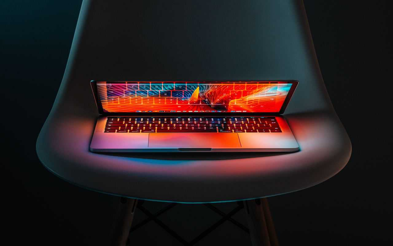 Open laptop with red background showing best blogging resources