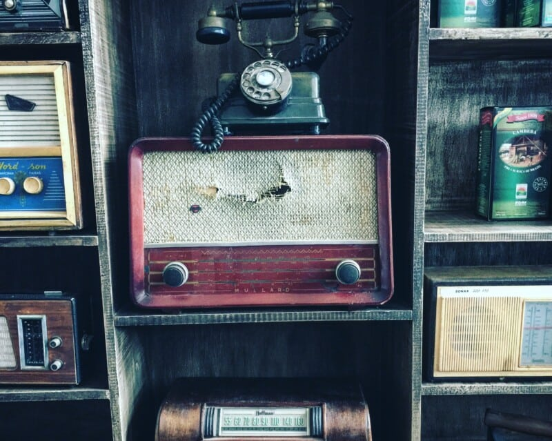 old, vintage electronics on display to sell for an easy money making ideaa
