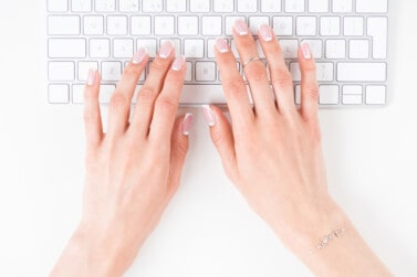 9 Legit Online Typing Jobs From Home (Make $20+/hour)