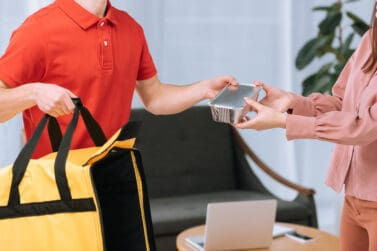 Postmates Vs. DoorDash – Which is The Better Side Hustle?